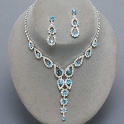 Almost Butterfly Design Rhinestone Necklace Set - Colors!