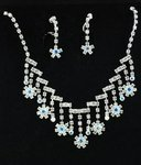 Gradual Drop Snowflake Necklace Set