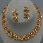 Gold Pearl Leaf Design Necklace Set